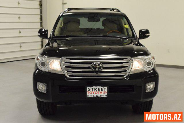 Toyota Land Cruiser 15000 2014