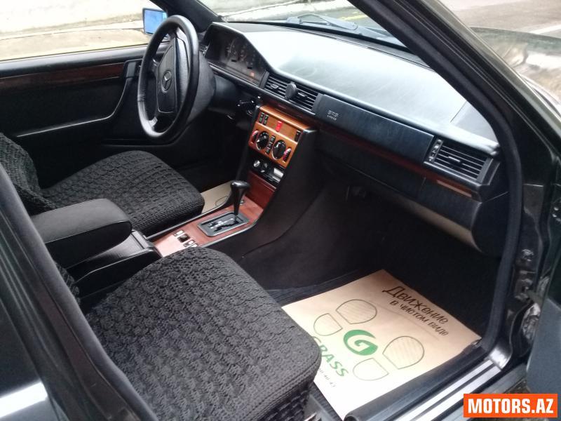 Mercedes-Benz E 220 8600 1994