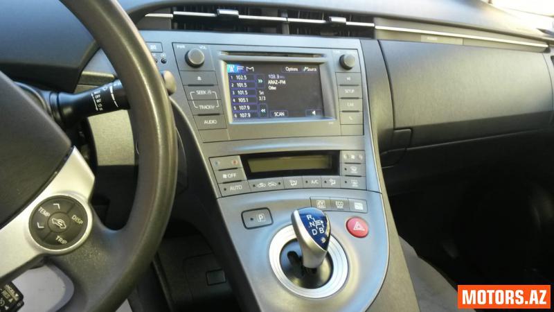 Toyota Prius 25000 2015