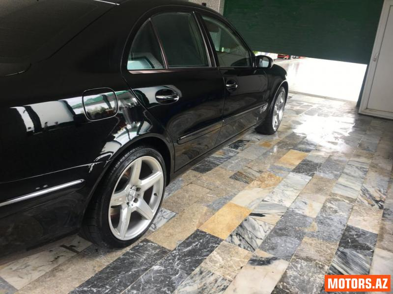 Mercedes-Benz E 240 17500 2004