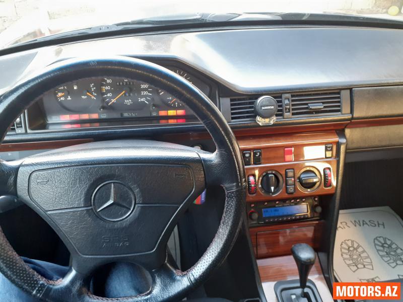 Mercedes-Benz E 220 10500 1994