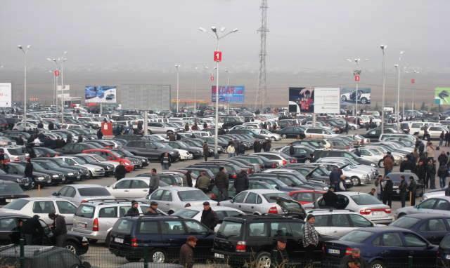Rustavi maşın bazarı Azərbaycandan olan alıcılarını yavaş- yavaş itirir